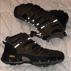 Keen Shoes - Keen Kids Hiking Boot Size 1